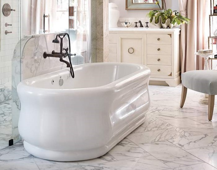 Parisian 4 Air Bath Installed with Traditional Wall Mount Tub Faucet
