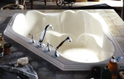 Corner Bath for 2 with Raised Neck Rests