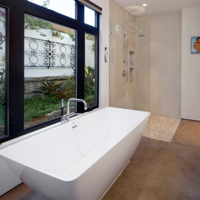 Charmant Rectangle Freestanding Tub With Curving Sides, Center Drain Americh Roc  Marseille Sale