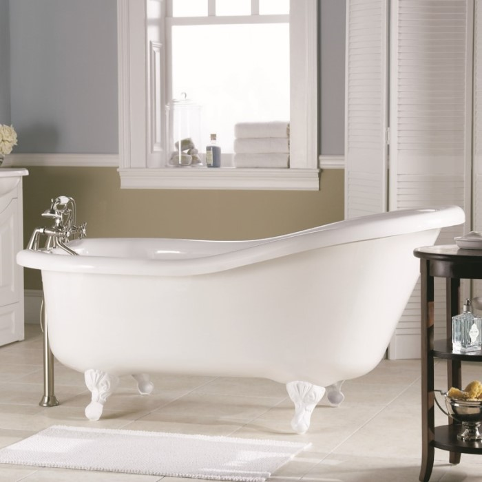 Oval Slipper Tub Shown in White with White Claw Feet