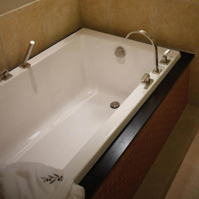 Hydro Systems Lacey Bathtub | Whirlpool, Soaking Tub & Air Tub