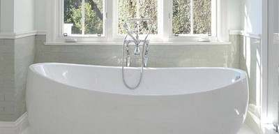 Picasso Freestanding Bath with Curving Tub Rim
