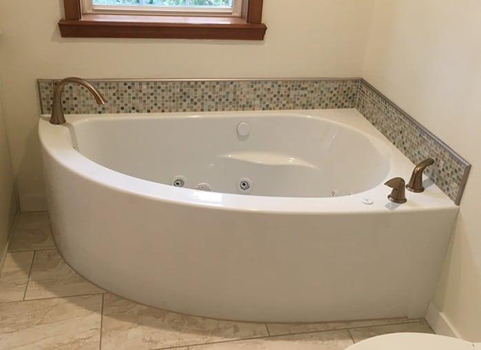 2 Freestanding 1 Corner And An Undermount Tub
