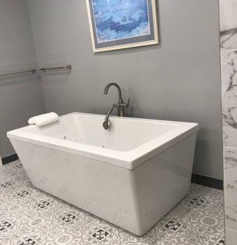 Side View, Modern Rectangle Bath